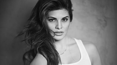 jacqueline-fernandez-bw-wallpaper-preview